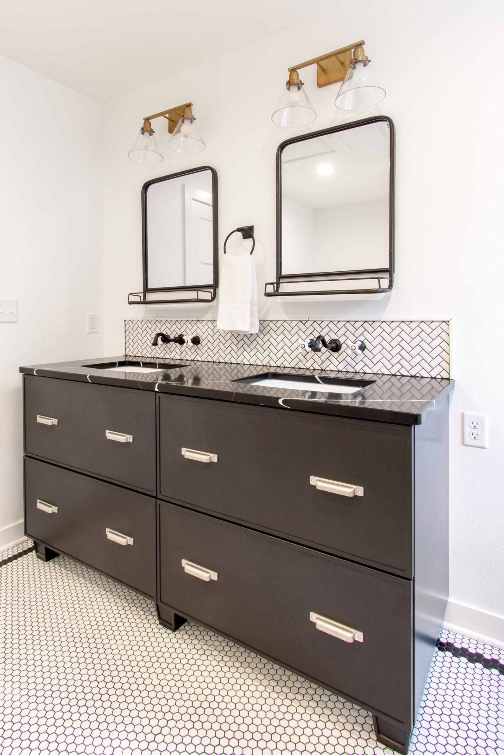 Delafield-master-bath-remodel-350
