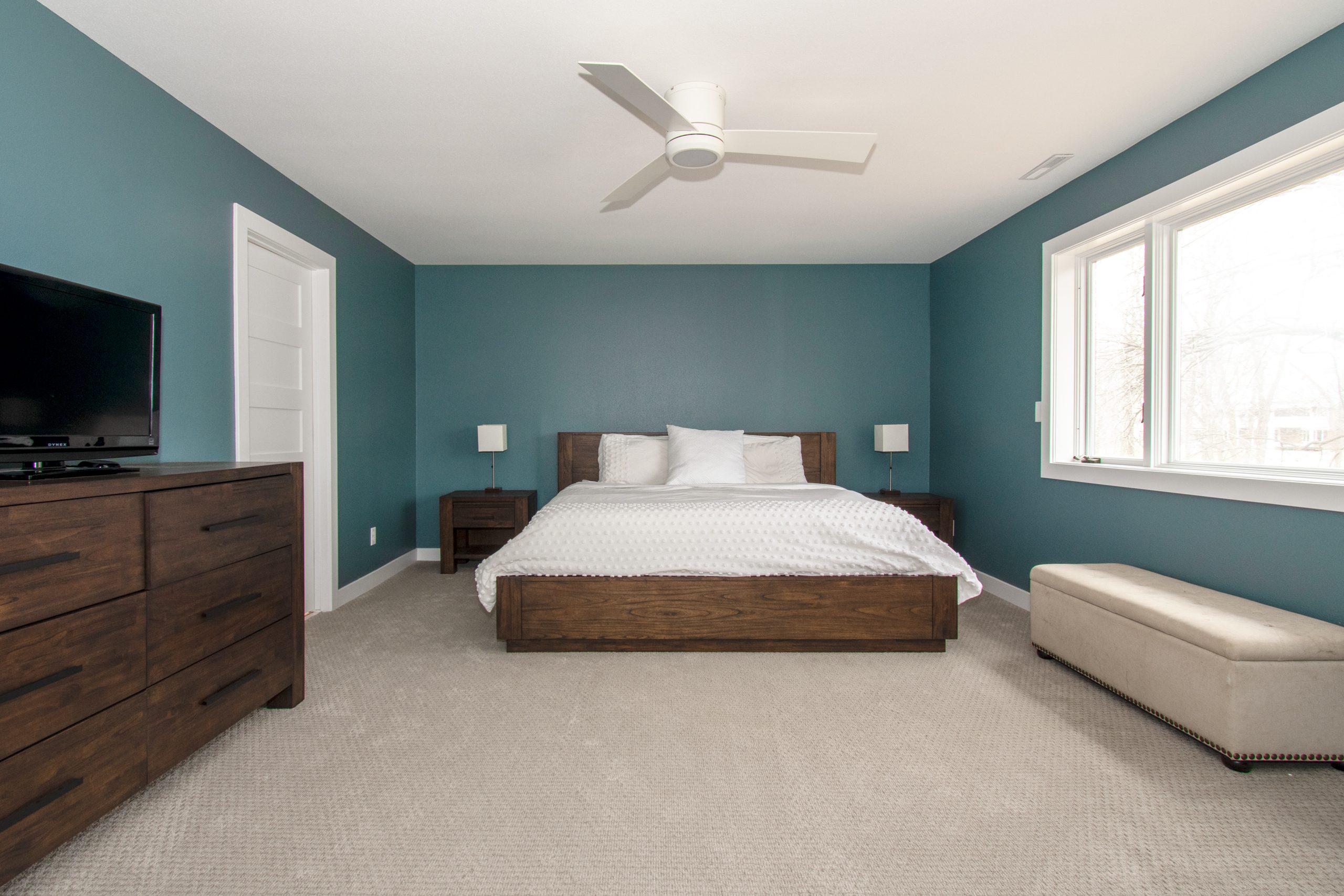 Delafield master suite bedroom and bathroom