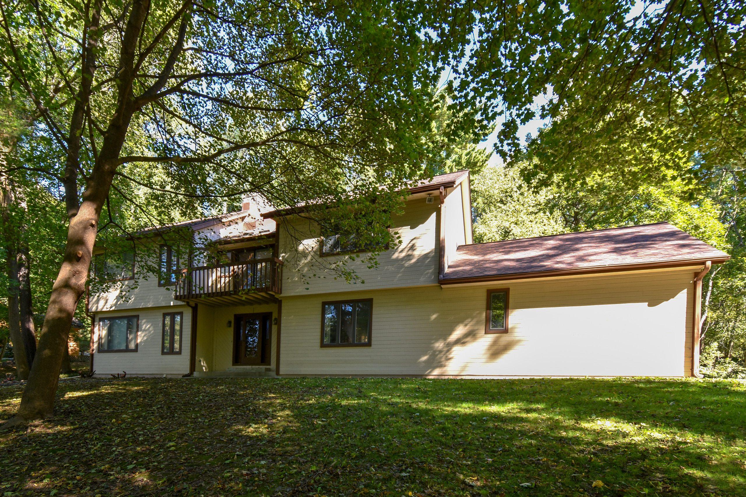 Kowalske-delafield-house-exterior