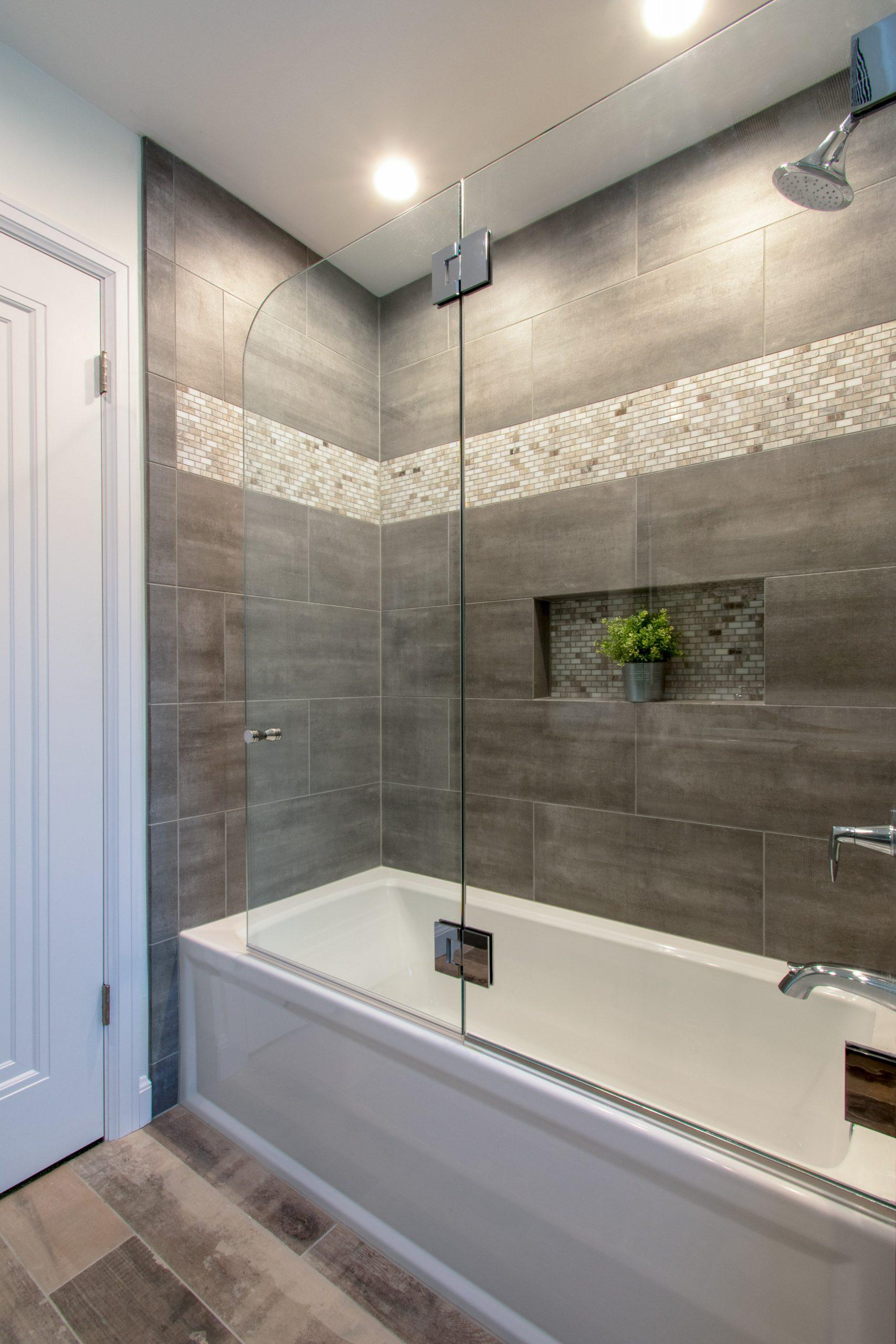 Wauwatosa-hall-bath-remodel-515