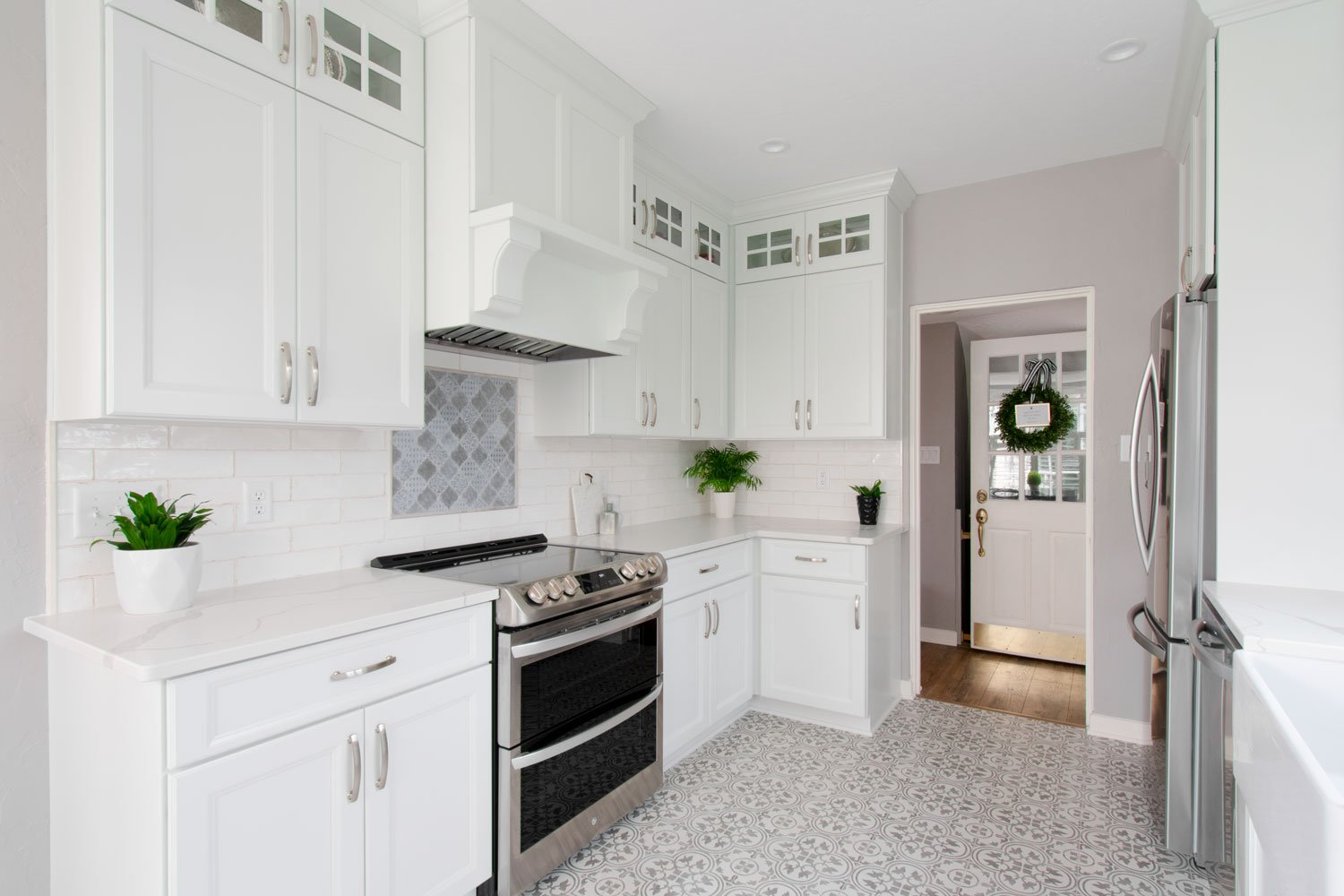 Wauwatosa Traditional White Kitchen Printed Tile